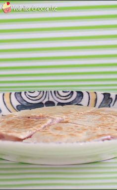 Una manera fácil de hacer un tostado de jamón y queso, utilizando las clásicas tortillas de trigo que se venden en el súper Sweet Recipes, Snack Recipes, Healthy Recipes, Snacks, Good Food, Yummy Food, Food For Thought, I Foods, Tapas