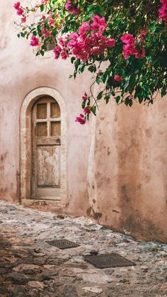 Discover Monemvasia: in the Peloponnese, a mediaeval castle welcomes you to a destination right out of a fairy tale! Monemvasia Greece, Corfu, Medieval Town, Medieval Castle, Places To Travel, Places To Visit, Travel Destinations, Santorini, Venice Travel