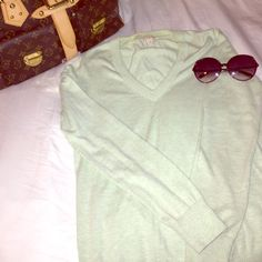 EUC J Crew mint green sweater Worn 1-2 times, I just don't look good in pastels. Mint green j crew v neck long sleeve cotton sweater is great with jeans and ballet flats to run errands in the weekend or with slacks and pearls to the office. J. Crew Sweaters