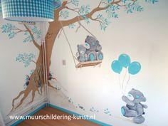 Een super toffe muurschildering van een Boom met beertjes vrolijkt je babykamer gegarandeerd helemaal op! Bekijk het uitgebreide portfolio op de site.
