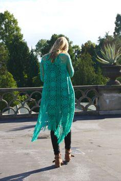 crochelinhasagulhas: Casaco em crochê by Nora Moerch
