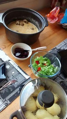 Lihapullat kermakastikkeessa, perunaa ja punajuurta