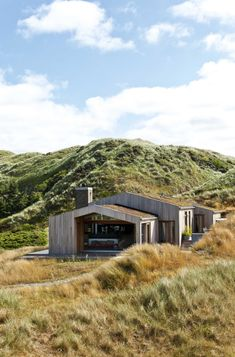 lars bo poulsen / strand hus, biokhus - modern house with low pitch roof and wood exterior walls