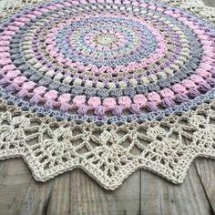 Sunrise Mandala - free crochet pattern in English and Swedish at Crochet Millan.