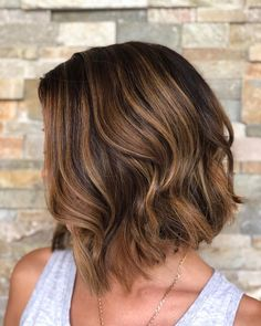 Here's one of those trendy short haircuts you must try! Turn yourself into a diva while rocking such a stylish layered brunette bob. Thick Short Hair Cuts, Short Layered Bob Haircuts, Short Hairstyles For Thick Hair, Stylish Short Haircuts, Medium Short Haircuts, Girl Hairstyles, Brunette Bob Haircut, Short Brunette Hair, Girl Short Hair