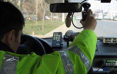 Ultima armă a Poliţiei Rutiere din Bucureşti: camera ascunsă Marathon, Baby Car Seats, Google, Spaces, Facebook, News, Style, Swag, Marathons
