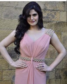 Zarine khan erotic cleavage queen and tollywood with her curvy body show. Hot and sexy Indian actress very sensuous cute beautiful desi sed. Bollywood Actress Hot Photos, Bollywood Girls, Beautiful Bollywood Actress, Most Beautiful Indian Actress, Indian Bollywood, Bollywood Fashion, Hindi Actress, Beauty Full Girl, Beauty Women