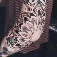 World Famous Tattoo Ink, Famous Tattoos, Usa Tattoo, Arm Sleeve Tattoos, Artists And Models, Jewelry Tattoo, Trendy Tattoos, Blackwork, Tattoo Artists
