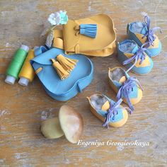 Рюкзачки и обувочка...хоть за цветами,хоть в лес за грибами#аксессуары #обувьдлякукол #творчество #тильда #кукла #кукланазаказ #куклавподарок #обувь #обувьназаказ #обувьдлякукол #аксессуарыдлякукол #рукоделие #ручнаяработа #ручнаяработаназаказ #шитье #подарок #хобби #handmade #handmadedoll #handmadeshoes #shoes #ragdoll #doll #gift #fabric #fabricdoll #sewing #leather #artwork