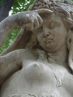 Greek statue in a pa