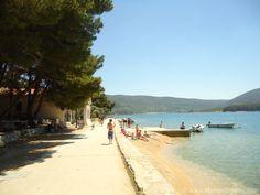 Strand Insel Cres, dieser Strand liegt nicht weit von Stadt Cres