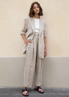 Herringbone Linen Pleated Pants in Rice Paper – The Frankie Shop Nordic Chic, Linen Suit, Linen Blazer, Look Street Style, Mode Streetwear, Pleated Pants, Fashion Outfits, Womens Fashion, Abaya Fashion
