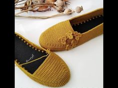 Crochet Shoes Pattern, Crochet Bra, Shoe Pattern, Crochet Crafts, Crochet Clothes, Crochet Slipper Boots, Crochet Slippers, Baby Knitting Patterns, Crochet Patterns