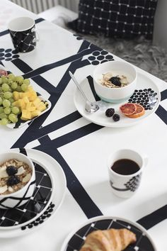 Kitchen Dining, Dining Table, Marimekko, Mug Cup, Decoration, Scandinavian Design, House Design, Dishes, My Favorite Things