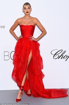 Alessandra Ambrosio, Heidi Klum, Toni Garrn, and Elsa Hosk led the model glamour as they arrived in style at theamfAR Gala at the Hôtel du Cap during the annual Cannes Film Festival on Thursday night Red Fashion, Red Carpet Fashion, Red Colour Dress, Evening Dresses, Prom Dresses, Evening Attire, Vintage Inspired Dresses, Fashion Photography Inspiration, Red Carpet Dresses