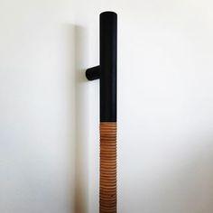 Sampson (Matt black oak and tan leather rope) entry door pull. #sampson #indexandco #interiordesign #handles #entrydoorpull #interiors #leather #mattblack #tan #oak