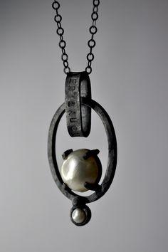 Jewelry | Jewellery | ジュエリー | Bijoux | Gioielli | Joyas | Art | Arte | Création Artistique | Artisan | Precious Metals | Jewels | Settings | Textures | mabe pearl & oxidized silver -Alberto Dávila- Mexico.