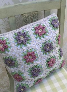 This is the Pattern for a crochet Pillow, crochet cushion, worked in granny squares with flower motif. The pattern is available in both UK and US terminology and comes with photo instructions.Size 40 cm square ( 16 inches)Materials mm crochet hook (US Crochet Cushion Pattern, Crochet Quilt, Granny Square Crochet Pattern, Crochet Cross, Crochet Home, Crochet Granny, Crochet Motif, Crochet Patterns, Granny Square Häkelanleitung