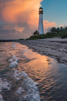 Florida lighthouse - that's beautiful Lighthouse Pictures, Walking In Nature, Monuments, Pretty Pictures, Beautiful Landscapes, Places To See, Beautiful Places, Scenery, Around The Worlds