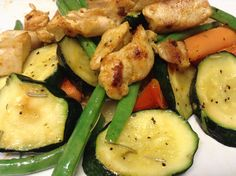 Another tasty stir-fry w/ chicken, zucchini, carrot and green beans.