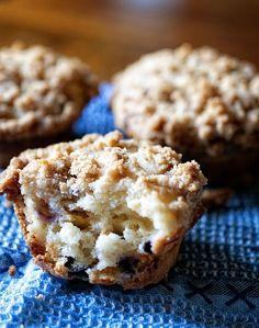 Lemon-White Chocolate Blueberry Streusel Muffin #blueberry #recipe #Krusteaz