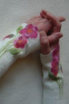 Felted fingerless gloves mittens                                                                                                                                                     Mehr
