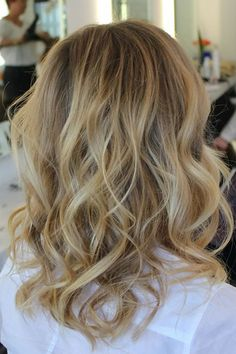Beach Waves Looks to Copy Now | Daily Makeover OK my Hair Genie!!!This is the ticket!!LOL I WANT these Hi-Lites AND wavy look!!Can we accomplish this???LOL