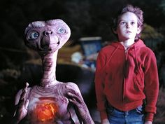 Sci-fi movies taught us how to survive alien encounters. Here's how we'd do it!
