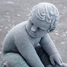 vinter i oslo | norge | frognerparken | vigelandsanlegget | barneplassen
