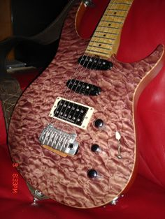 Bruno Traverso Guitars (wine guitar)