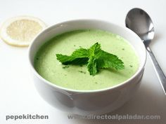gazpacho melon menta Healthy Low Carb Recipes, Light Recipes, Raw Food Recipes, Soup Recipes, Great Recipes, Vegetarian Recipes, Cooking Recipes, Favorite Recipes, Canapes Recipes