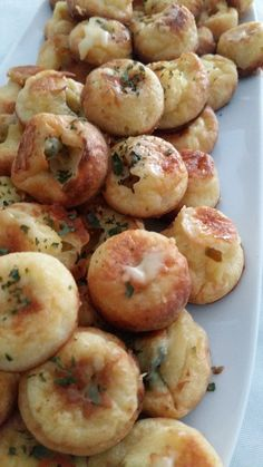 Petits fours au roquefort Healthy Appetizers, Appetizer Recipes, Cooking Time, Cooking Recipes, Fingerfood Party, Good Food, Yummy Food, Quick Healthy Breakfast, Appetisers