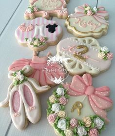 "Lynda Correa on Instagram: ""Beautiful sugar cookies!! By @mayrascakepops #sugarcookies #decoratedcookies #birthday #girly #kidsfashion #kidsparties #storybookbliss"""