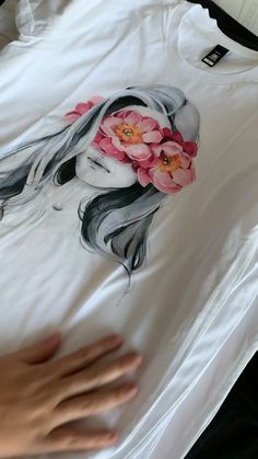 Easy and Beautiful ways to tie up Clothes.🤩This Article will show you Beautiful ways step by step .visitHow to Turn Your Old T-Shirt into a Cool New Shirt: These five easy DIY tips wil. T Shirt Painting, Fabric Painting, Fabric Paint Shirt, Watercolour Paintings, Watercolor, Fashion Sketchbook, Fashion Sketches, Sketch Video, Bleach Tie Dye