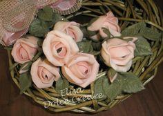 Ghirlanda verde 20x20cm con boccioli di rose rosa - particolare