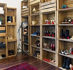 Recycled wooden crates stacked to create a shelving system have been cleverly used as shoe storage in this bedroom. The dark wooden floor and traditional red rug add to the vintage feel. - LOVE this idea for shoe storage! Pallet Crates, Wooden Crates, Wine Crates, Pallet Boxes, Wood Pallets, Pallet Wine, Diy Pallet, Pallet Projects, Home Projects