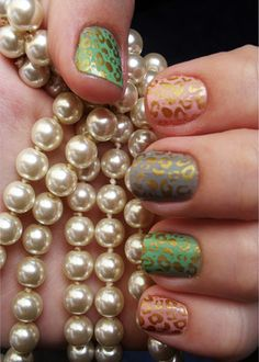 Classic Vintage Style Simple Nail Art Designs