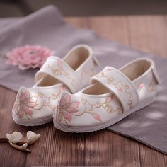 Filles Alternatives, Magic Tricks For Kids, Good Morning Love Messages, Fabric Shoes, Beautiful Shoes, Casual Shoes, Shoes Sandals, Girly, Chinese