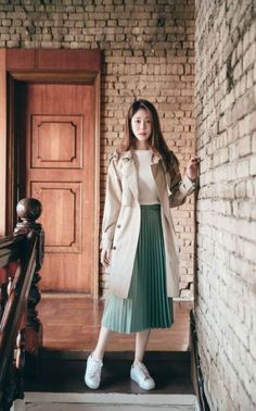 Accordion pleated skirt - Outfits for Work Korean Fashion Trends, Korean Street Fashion, Korea Fashion, Asian Fashion, Japan Fashion Casual, Korean Outfits, Mode Outfits, Casual Outfits, Korean Ootd
