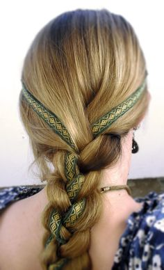 Beautiful Viking Hairstyle......how to use viking weaving bands in modern life....love it <3