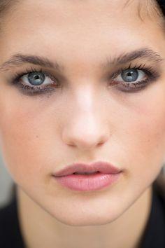 Balmain Spring 2017 Ready-to-Wear Beauty Photos - Vogue