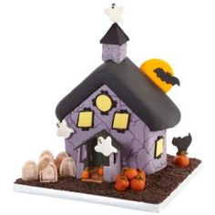 Haunted Halloween House Cake, another awesome idea on Wilton's website!