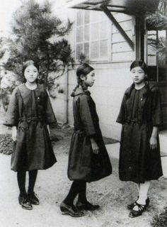 taishou-kun:  Female students in sailor suit uniforms from Taisho-era 大正時代の女子学生はセーラー服 - Japan - 1920s