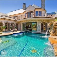 Luxury Swimming Pool Designs to Revitalize Your Eyes Everyone loves luxury swimming pool designs, aren't they? We love to watch luxurious swimming pool pictures because they are very pleasing to our eyes. Now, check out these luxury swimming pool designs. Dream Home Design, My Dream Home, House Design, Garden Design, Dream Mansion, Mansion Rooms, Mansion Interior, Luxury Pools, Luxury Swimming Pools