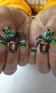 Best Packer nails yet! All done with non-toxic and odorless gel. Football Nail Designs, Football Nail Art, Toe Nail Designs, Simple Nail Designs, Art Designs, Design Art, Gorgeous Nails, Pretty Nails, Olaf Nails