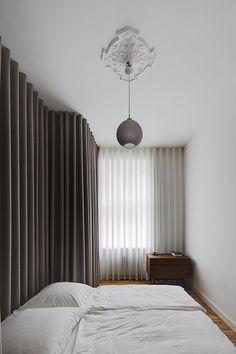 Berlin apartment interior by Atheorem, luxury ripple fold drapery Minimalist Interior, Minimalist Bedroom, Minimalist Home, Wave Curtains, Curtains With Blinds, Grey Curtains, Closet Curtains, Ceiling Curtains, Interior Minimalista