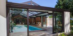 Abri de piscine toiture plate en aluminium Grandeur Nature - vue de l'extérieur