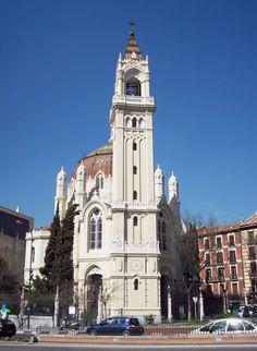 Lugares de Madrid. Iglesia de San Manuel y San Benito. Este bonito edificio es patrimonio histórico de España. Está situada en la calle de Alcalá, 83, en frente del Parque del Retiro y fue construida entre 1902 y 1910.