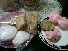 selong, lumpia, corobikang & kue mangkok   photo's courtesy @haviawiladatina