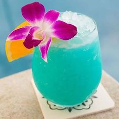Cool Blue Hawaiian Ingredients: 4 cups ice 1 cup chilled pineapple juice cup blue curacao cup rum cup cream of coconut 4 pineapple slices 4 maraschino cherries Fruity Alcohol Drinks, Drinks Alcohol Recipes, Non Alcoholic Drinks, Punch Recipes, Fruity Mixed Drinks, Bartender Recipes, Fruity Cocktails, Coctails Recipes, Easy Cocktails